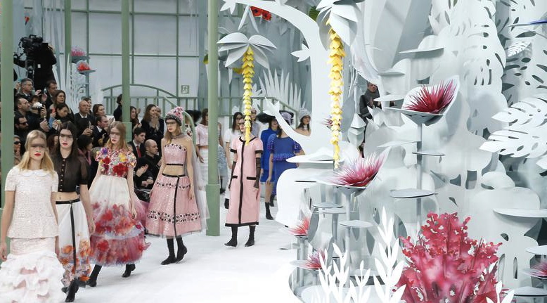 defile-chanel-haute-couture-printemps-ete-2015