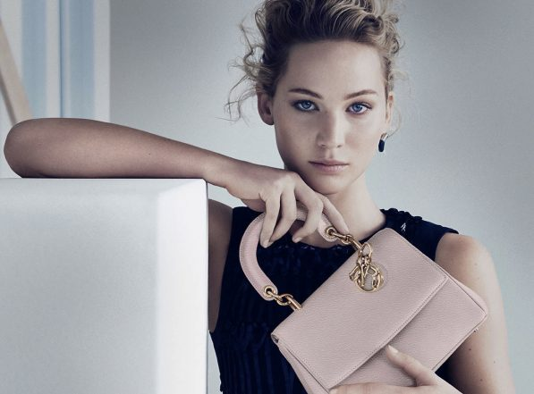 Jennifer Lawrence et le nouveau it-bag Dior, le Be Dior