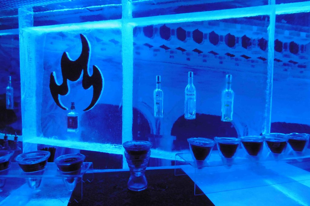 bar-a-cocktail-ice-kube