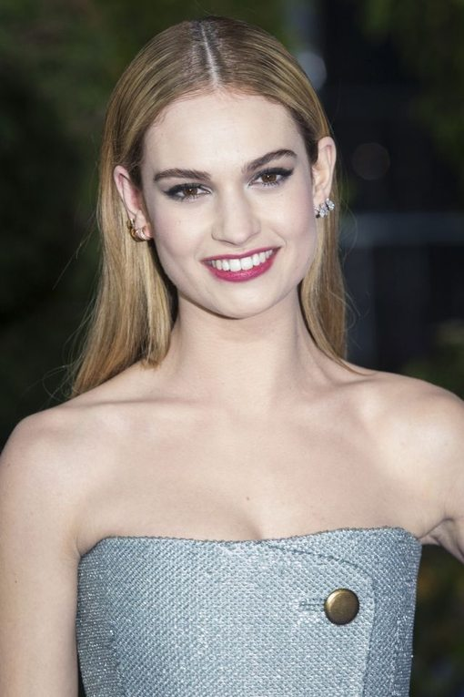 lily-james-egerie-parfum-burberry